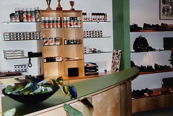 Schuh Vögel Verkaufstheke 1996