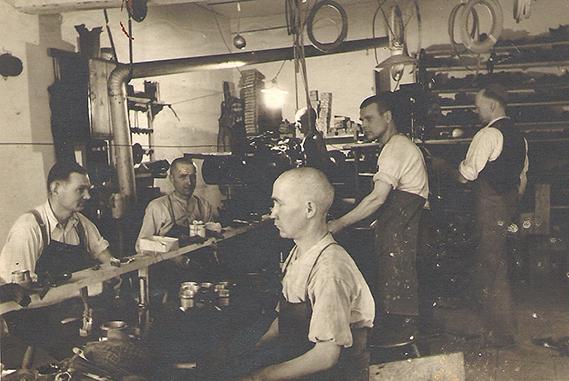 Schuh Vögel Schuhmacherwerkstatt 1928